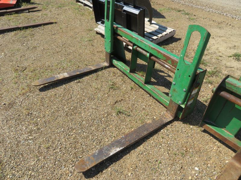 John Deere Pallet Forks for 300 QT Loader
