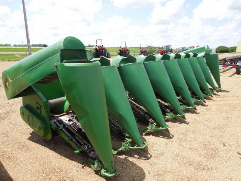 Used John Deere 893 8N Corn head