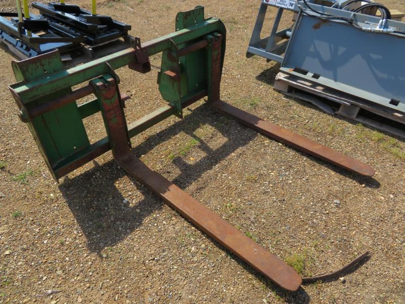 John Deere 265 QT Pallet Forks Loader