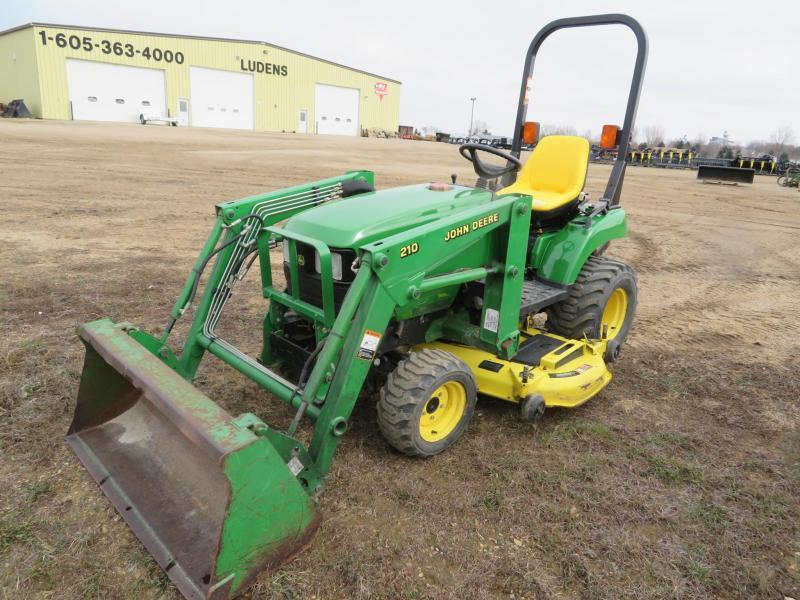 Used John Deere 2210 Compact Loader Tractor