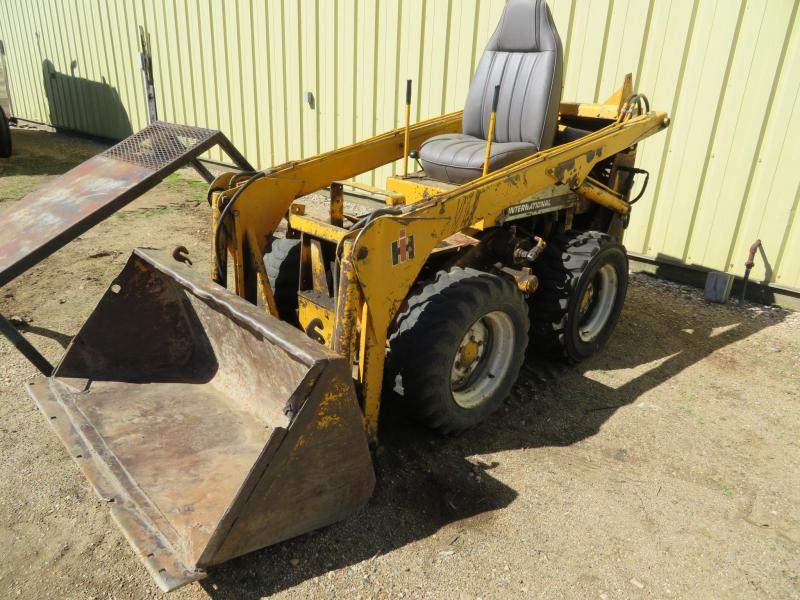 1975 International 3200 B Skid Steer