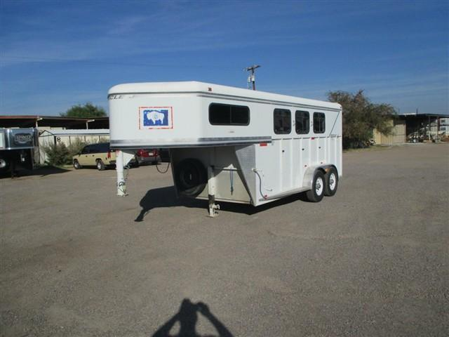 2000 Circle J Trailers 3 HORSE GN RIATA W/ DROP DOWN FEED DOORS Horse Trailer