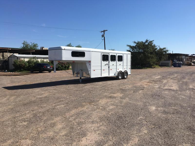 2016 TITAN EQUINE PRO III GN W/ DROP DOWN FEED DOORS AND FOLD AWAY REAR TACK