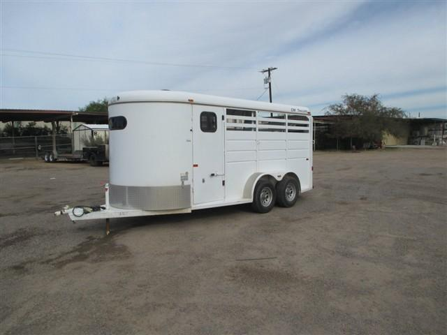2007 CM Dakota III Horse Trailer