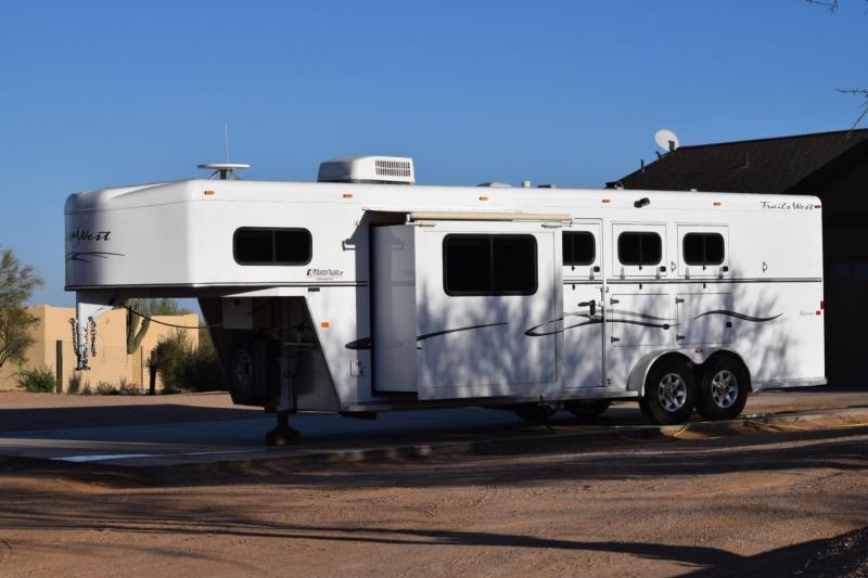 2008 TRAILS WEST MANUFACTURING 3H 8 LQ W/ SLIDE HORSE TRAILER