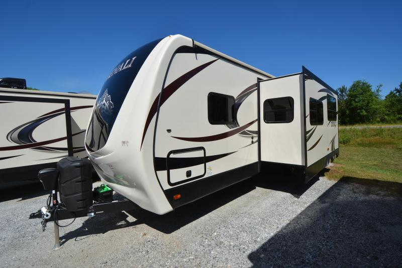 2016 Dutchmen  2016 Denali 2611 with power bunks