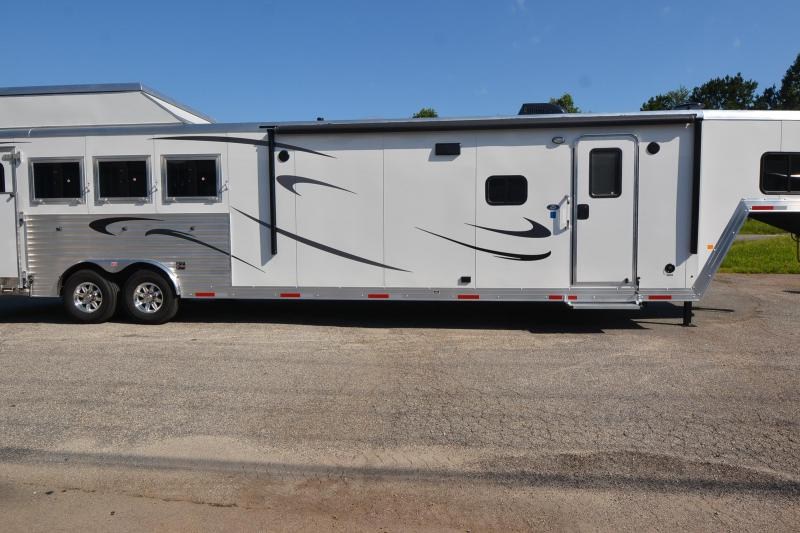 2018 MERHOW 4H WITH SLIDE AND REAR SIDE LOAD