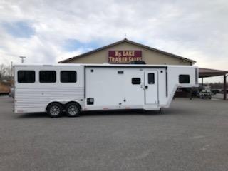 2019 Merhow Trailers 8311 RK-RS Horse Trailer