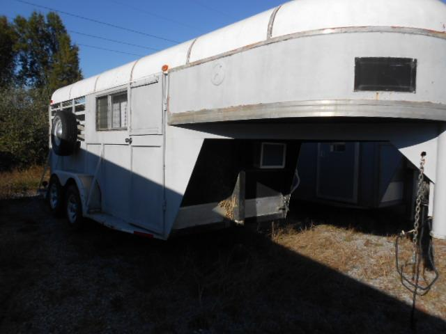 1982 Mustang Trailers 2H GN Horse Trailer