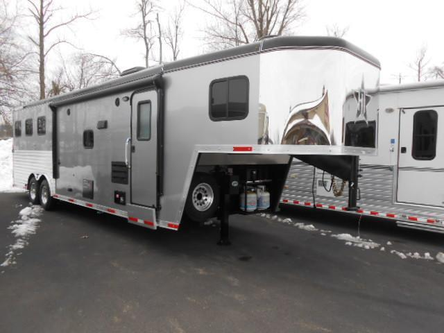 2015 Hoosier Horse Trailers 8311 W/Slide