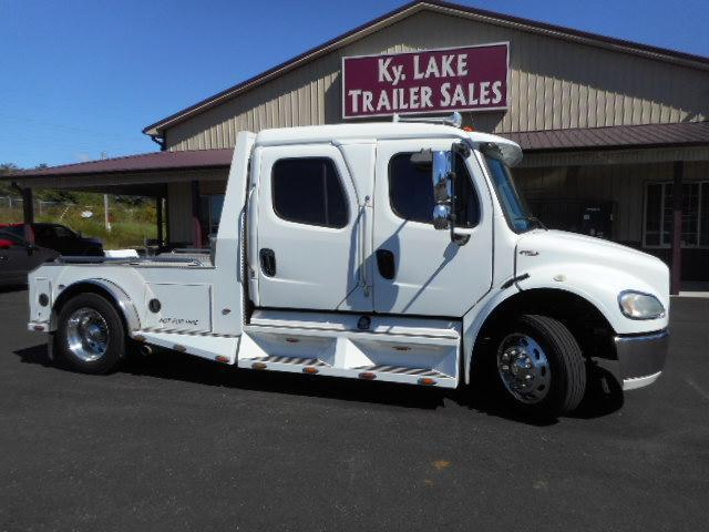 2005 Freightliner Sport M2106 Sport Chassis Truck