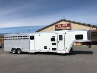 2019 Merhow Trailers 8009 RK-N/S- ST-COMBO Horse Trailer
