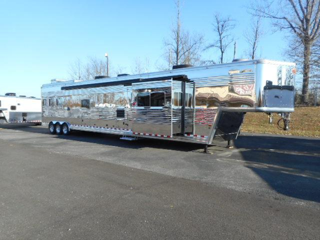 2008 Sundowner Trailers Luxury Liner 28 SW w/ 3 Slides Horse Trailer