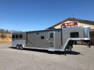 2019 Merhow Trailers 8317 RWS-A Horse Trailer