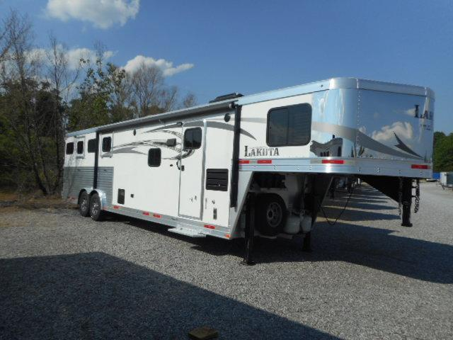 2016 Lakota 8411 Horse Trailer