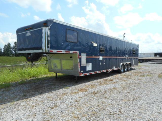 2004 Roadmaster Campmaster Car / Racing Trailer