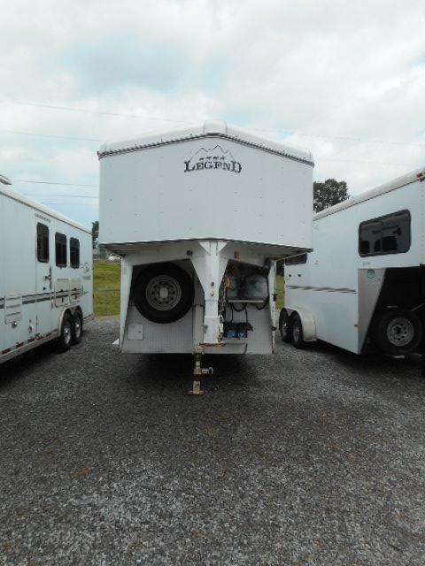 2005 Legend  3H Horse Trailer