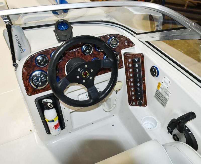 2004 Splendor 240 Platinum Deck Boat - Bright Blue