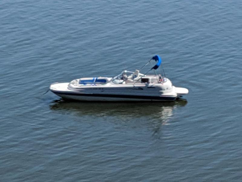 2004 Splendor 240 Platinum Deck Boat - Bright Blue