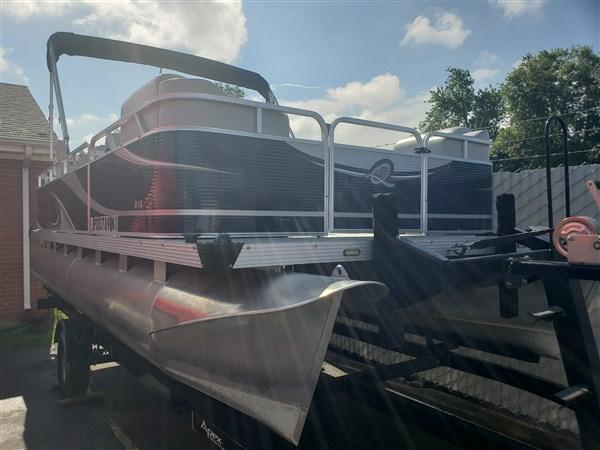 Used - 2013 Qwest 818 Adventure VX Cruise