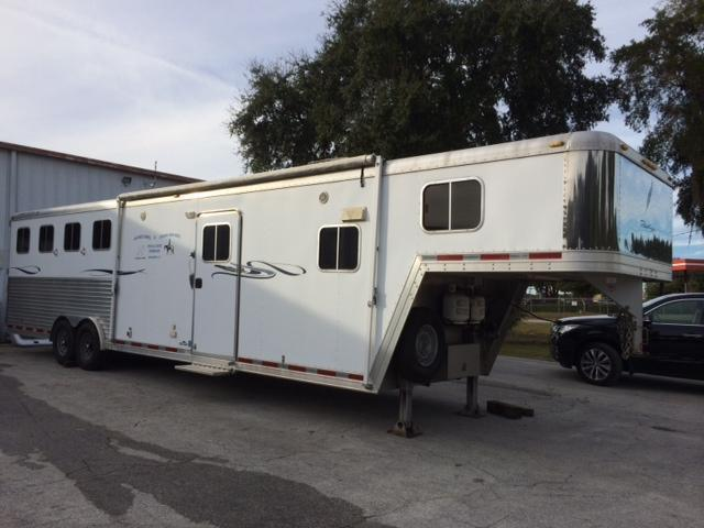 2007 Featherlite Trailers 8 wide 4 horse with 12' lq Horse Trailer