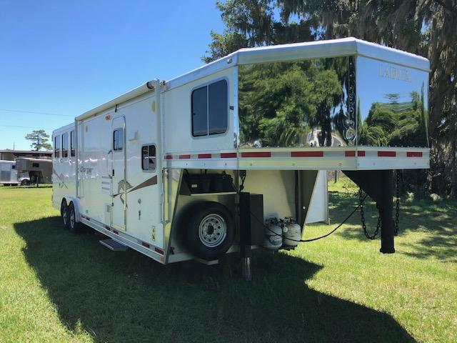 2009 Lakota Charger 8 wide 3 horse w/11lq &slide Horse Trailer