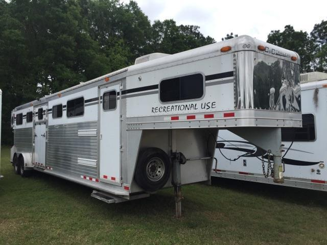 2005 C and C Trailers 4 horse head to head w/daytime pkg Horse Trailer