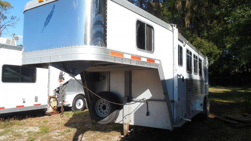 2002 Featherlite Trailers 3 horse slant load with dressing room a/c and awning Horse Trailer