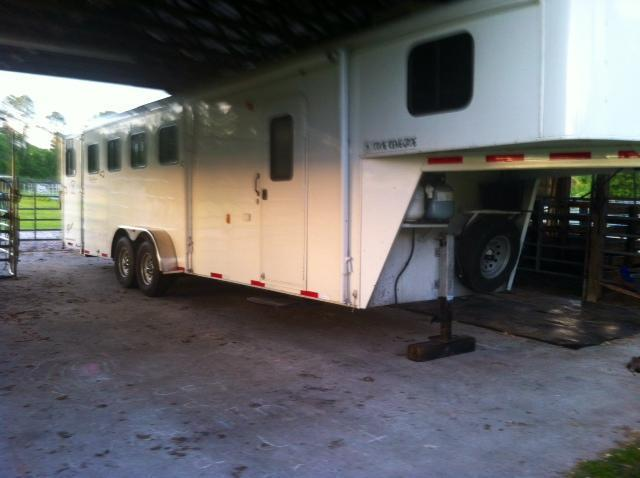2011 Bison Trailers 4 horse with 6 lq Horse Trailer