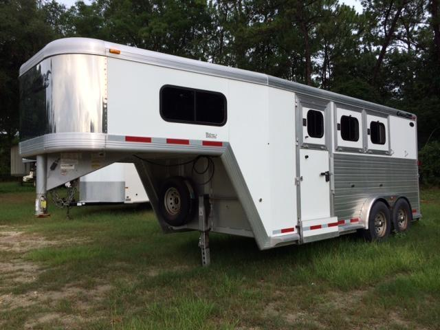 2005 Cimarron Trailers 3 horse with dressing room Horse Trailer