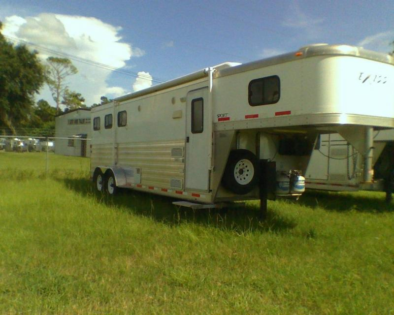 2009 Exiss 3 horse with 8 lq Horse Trailer