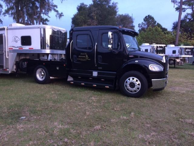 2007 Freightliner Sport Chassis Truck