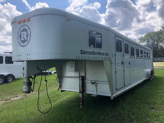 1995 Sooner 6 horse with dressing room Horse Trailer
