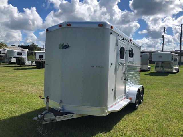 2005 Dream Coach Trailers LLC 2 horse slant w/dressing room Horse Trailer