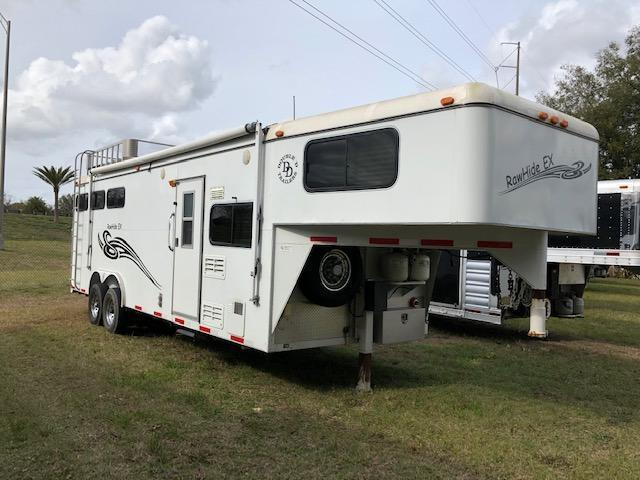 2007 Double D 8 wide 3 horse w/10lq Horse Trailer