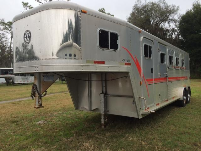 2000 Exiss 4 horse with dressing room Horse Trailer