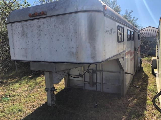 1984 Classic Manufacturing 4 horse head to head Horse Trailer