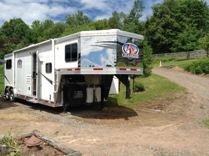 2011 Lakota Corp Charger 8 wide 2 horse with 11 lq Horse Trailer