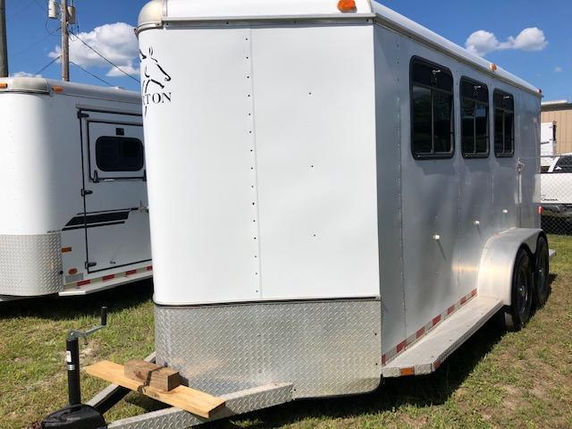 2002 Horton Trailers 3 horse w/ dressing room Horse Trailer