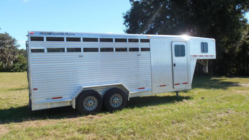 2004 Featherlite Trailers 4 horse slant stock with dressing room Horse Trailer