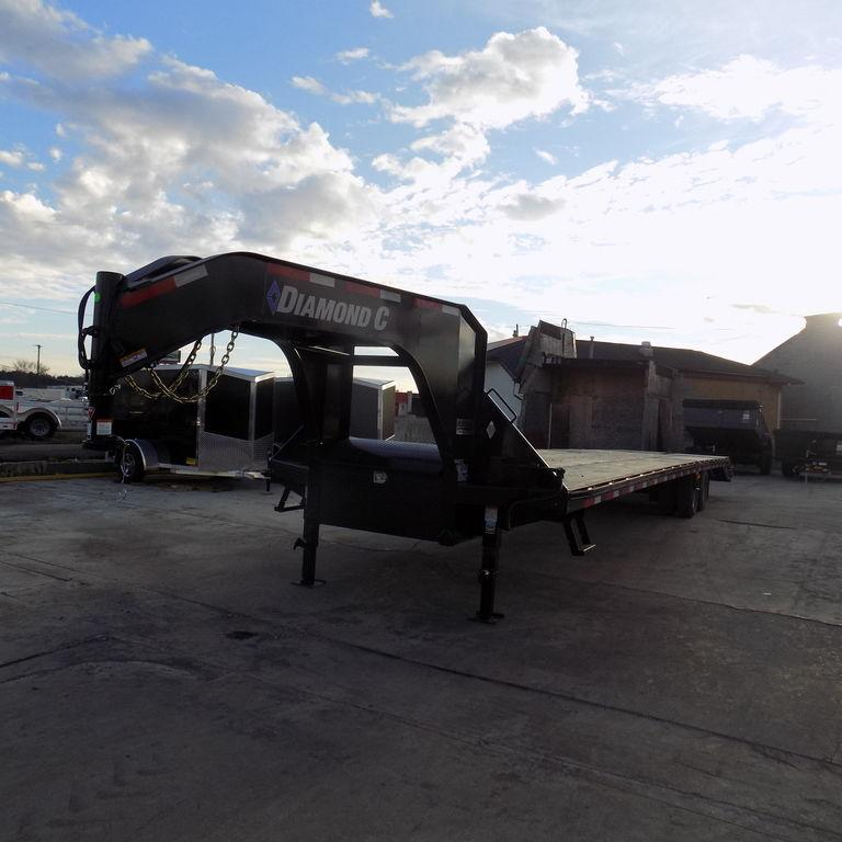 "New Diamond C Trailers 102"" x 40' Gooseneck"