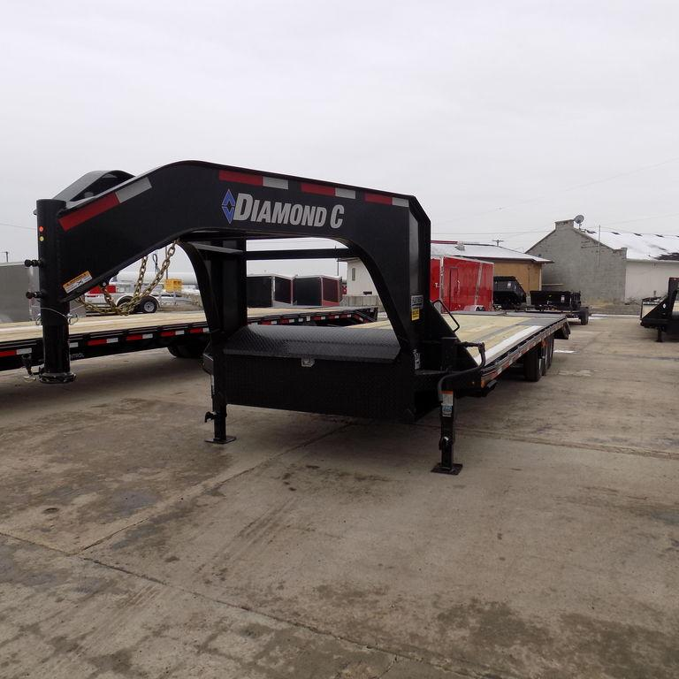 "New Diamond C 102"" x 30' Triple Axle Gooseneck Trailer"