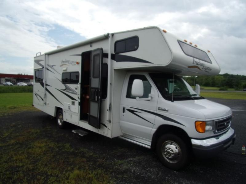 2008 Coachmen Freedom Express 26S0F