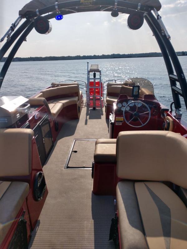 2019 Caravelle Boat Group Razor 258PF