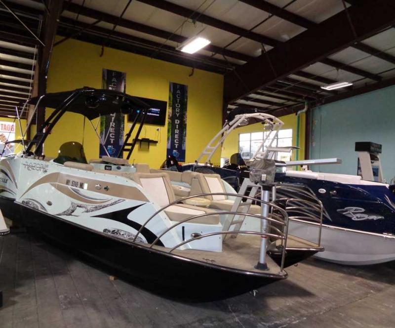 2016 Caravelle Boat Group Razor 258PF
