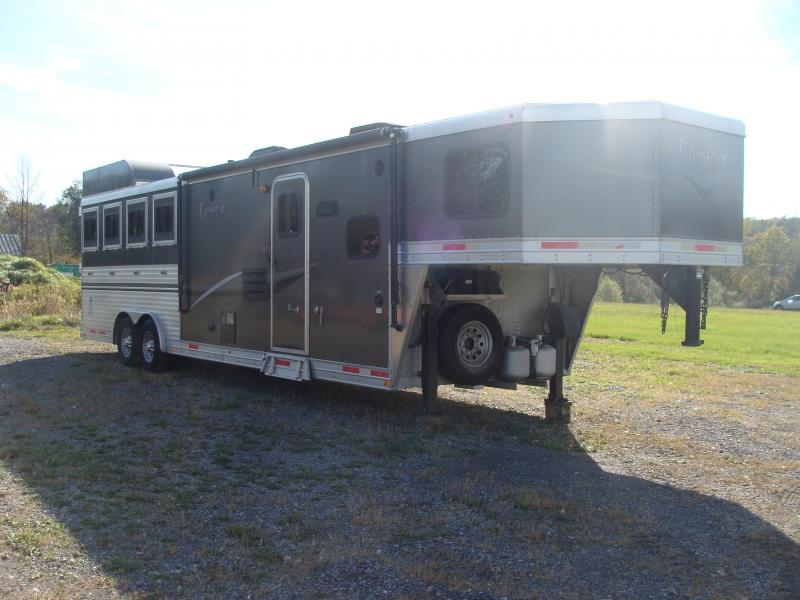 2014 Lakota Trailers CHARGER 4H 11 SHORTWALL Horse Trailer