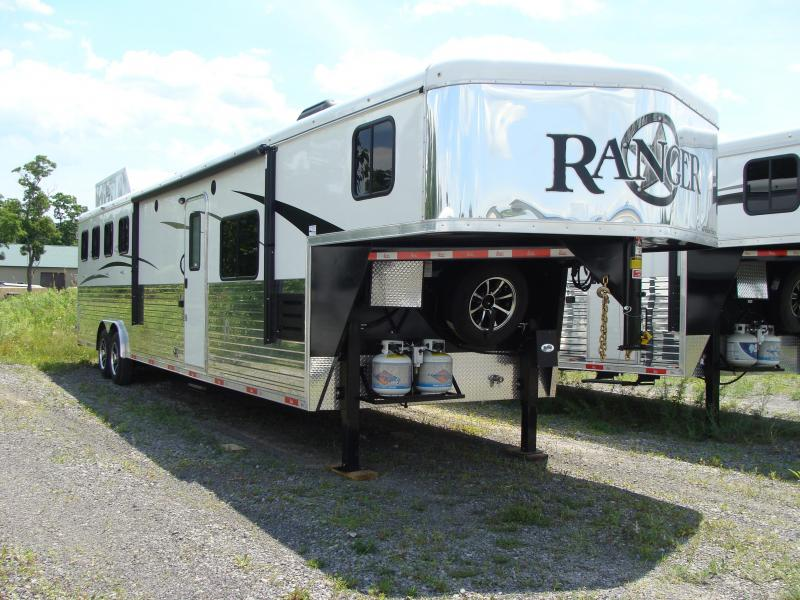 2018 Bison Trailers 8414RG Horse Trailer