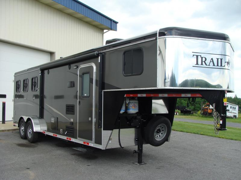 2018 Bison Trailers 7309TH Horse Trailer