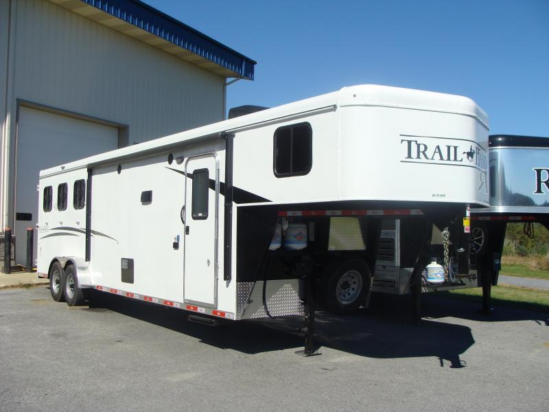 2018 Bison Trailers 7311TH Horse Trailer