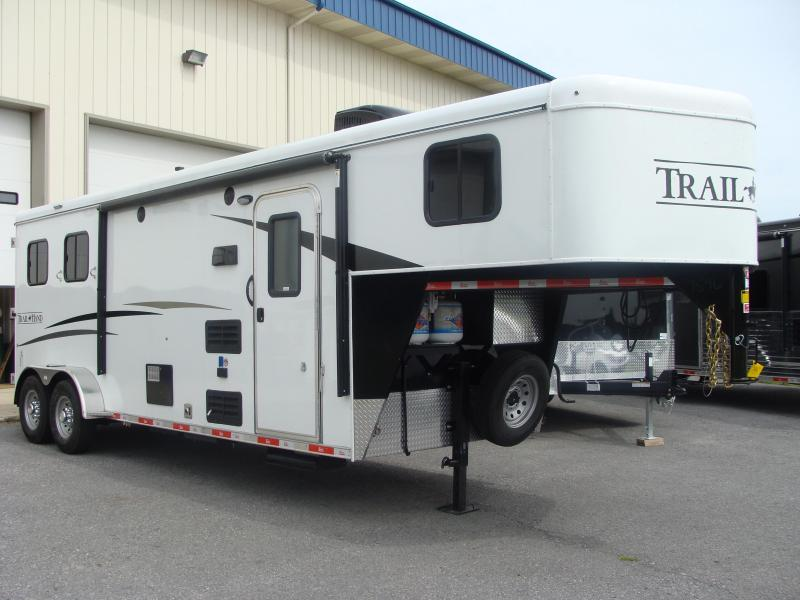 2018 Bison Trailers 7208TH Horse Trailer
